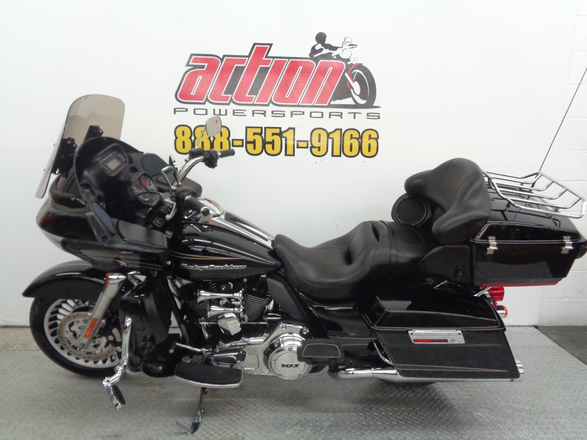 2013 Harley-Davidson Road Glide® Ultra in Tulsa, Oklahoma - Photo 2