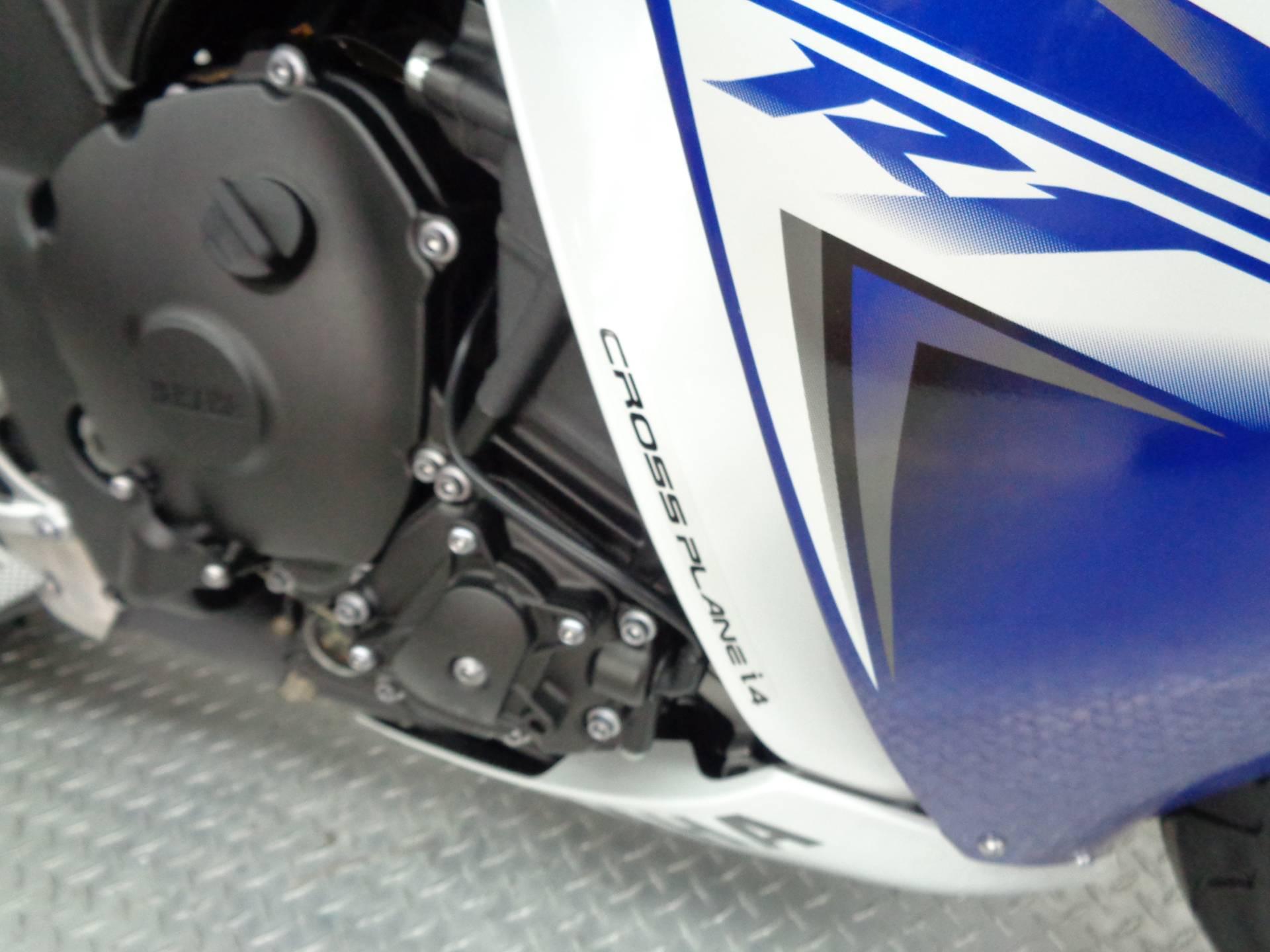 2010 Yamaha YZF-R1 11