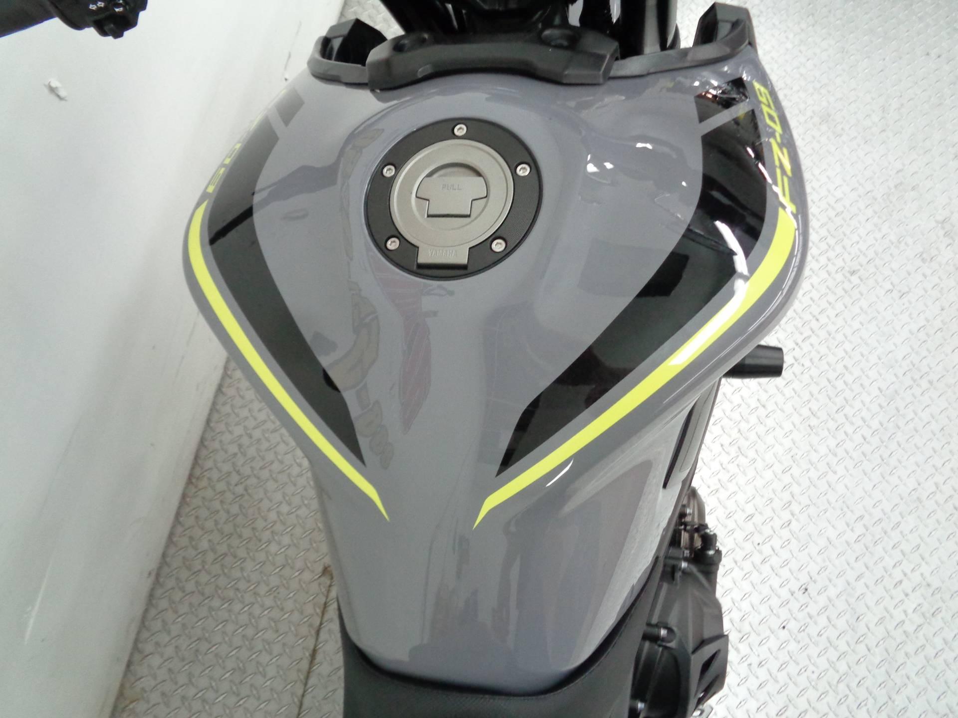 2016 Yamaha FZ-09 8