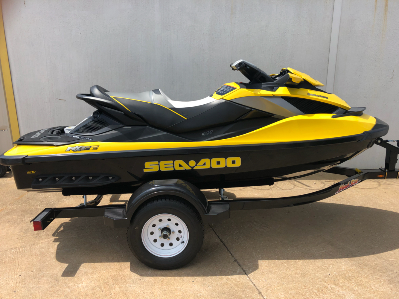 2011 Sea-Doo RXT® iS™ 260 in Broken Arrow, Oklahoma - Photo 1