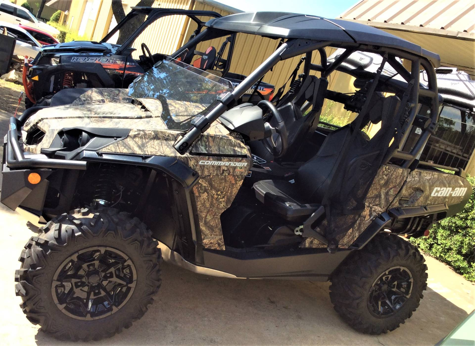 2018 Can-Am Commander Mossy Oak Hunting Edition in Lancaster, Texas - Photo 2