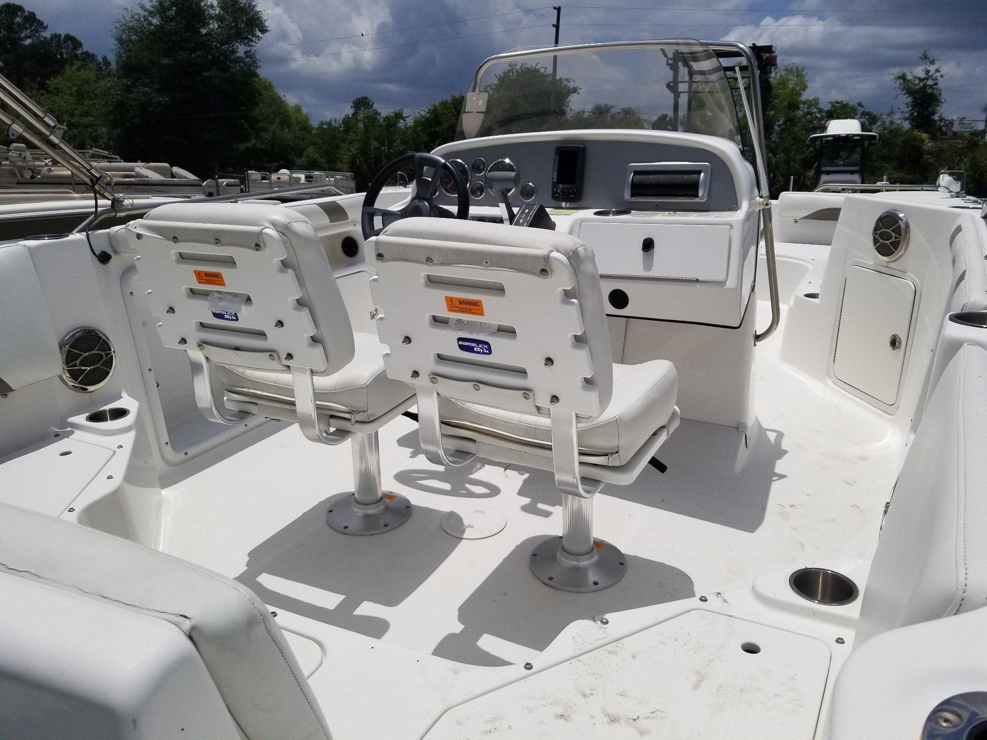 2014 Hurricane SunDeck Sport 211 OB in Lake City, Florida - Photo 8