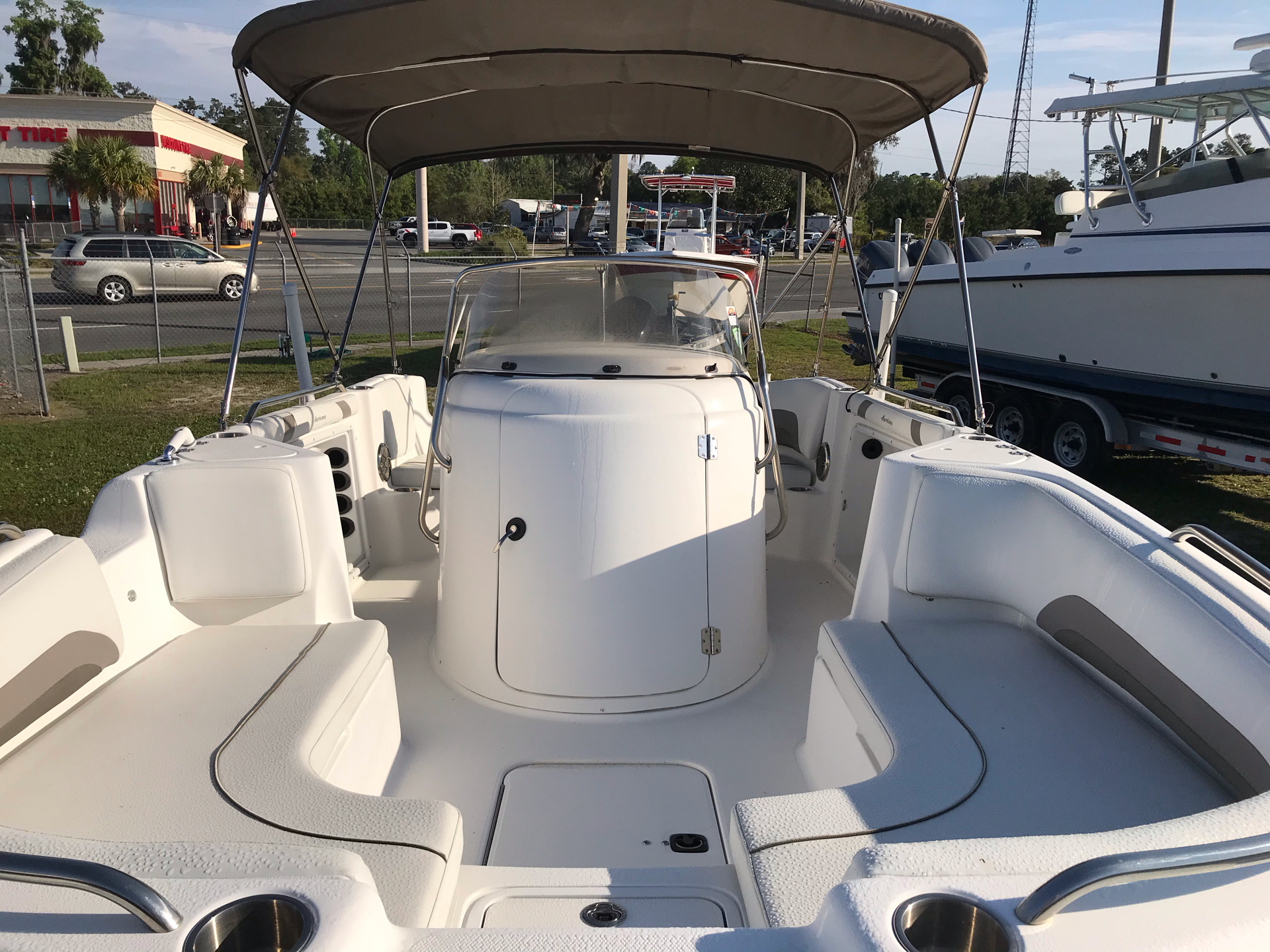 2014 Hurricane SunDeck Sport 211 OB in Lake City, Florida - Photo 5