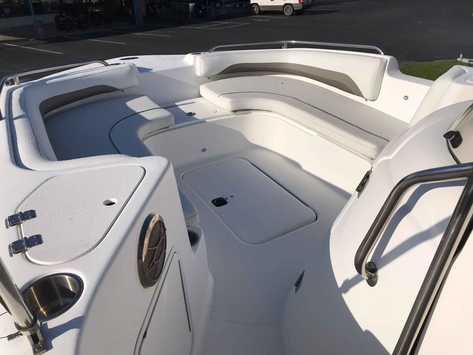2014 Hurricane SunDeck Sport 211 OB in Lake City, Florida - Photo 6