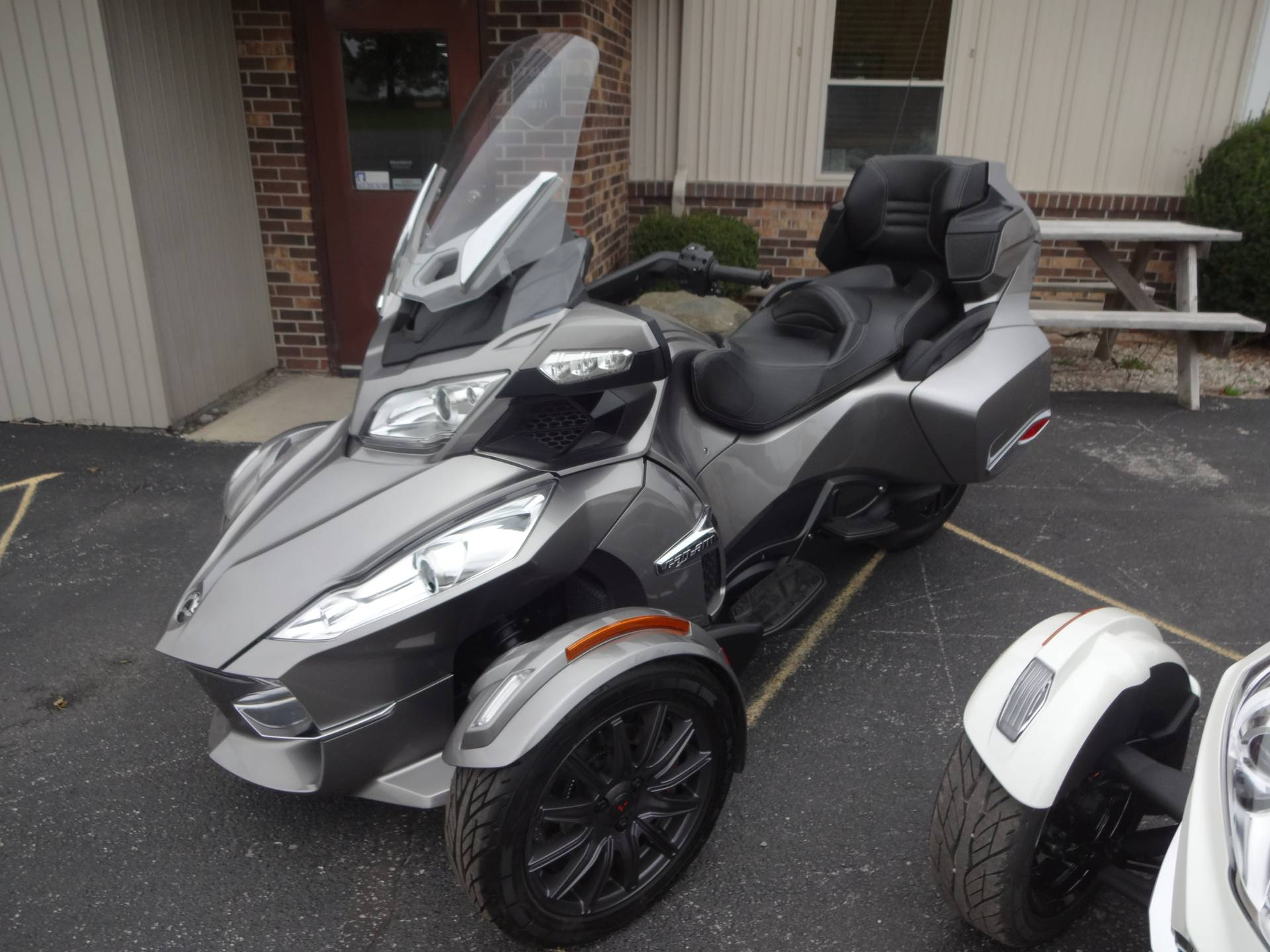 2013 Can-Am Spyder® RT-S SE5 in Zulu, Indiana - Photo 2