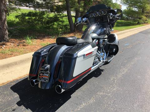 2019 Harley-Davidson CVO Street Glide in Forsyth, Illinois - Photo 3