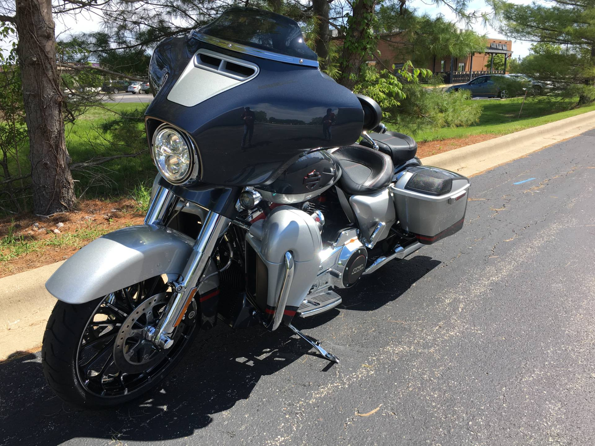 2019 Harley-Davidson CVO Street Glide in Forsyth, Illinois - Photo 5