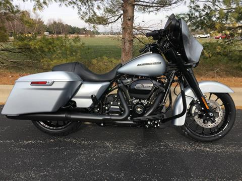 2019 Harley-Davidson Street Glide Special in Forsyth, Illinois