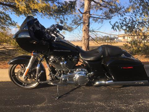 2017 Harley-Davidson Road Glide in Forsyth, Illinois - Photo 4