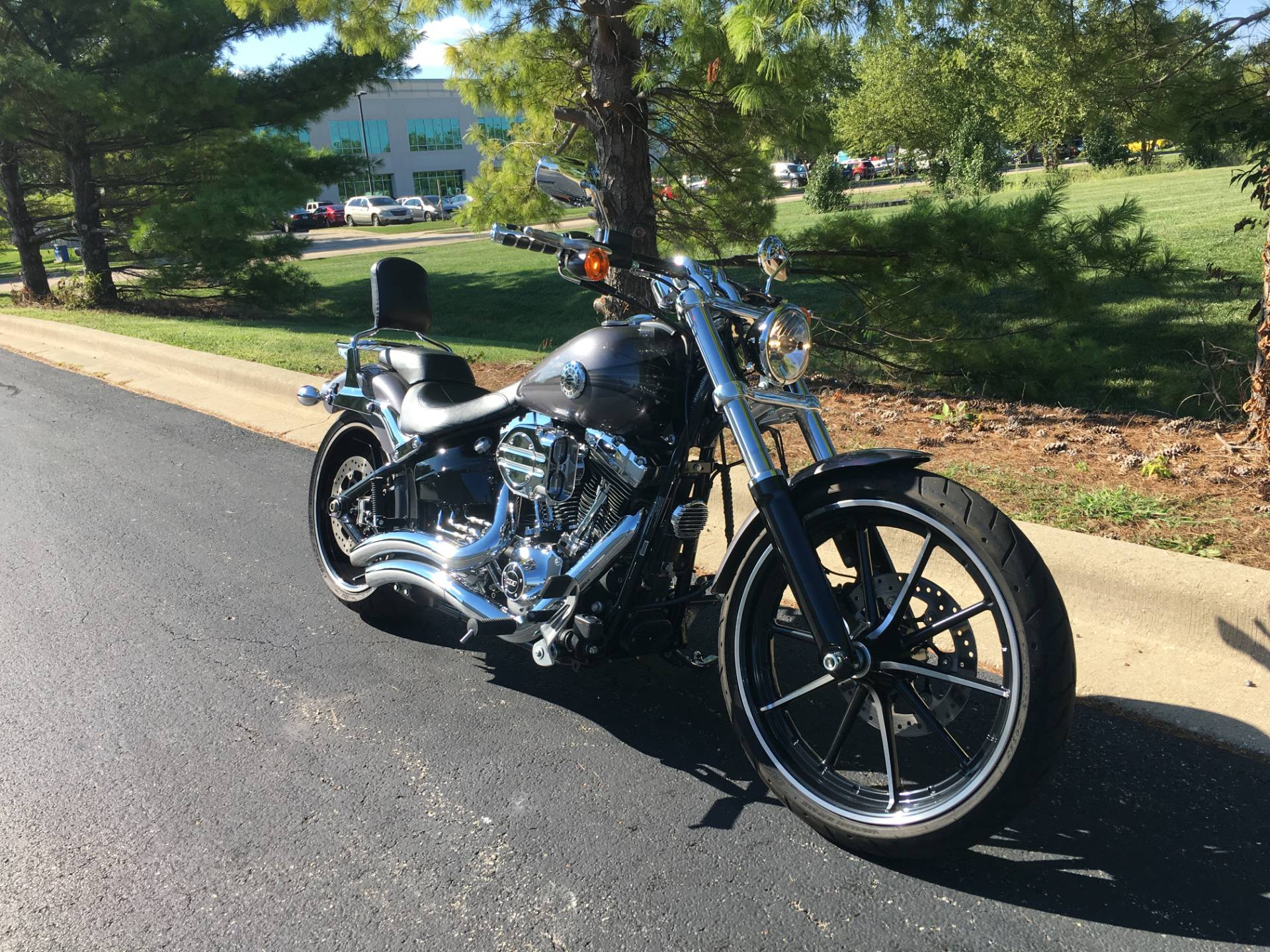2015 Harley-Davidson Breakout in Forsyth, Illinois - Photo 2
