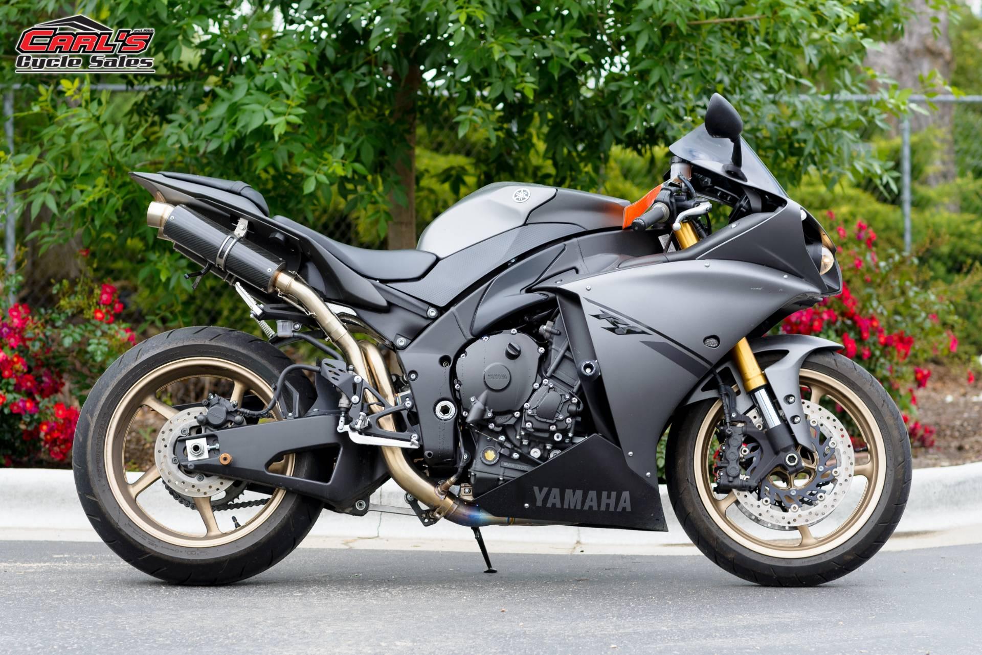 2014 Yamaha YZF-R1 11