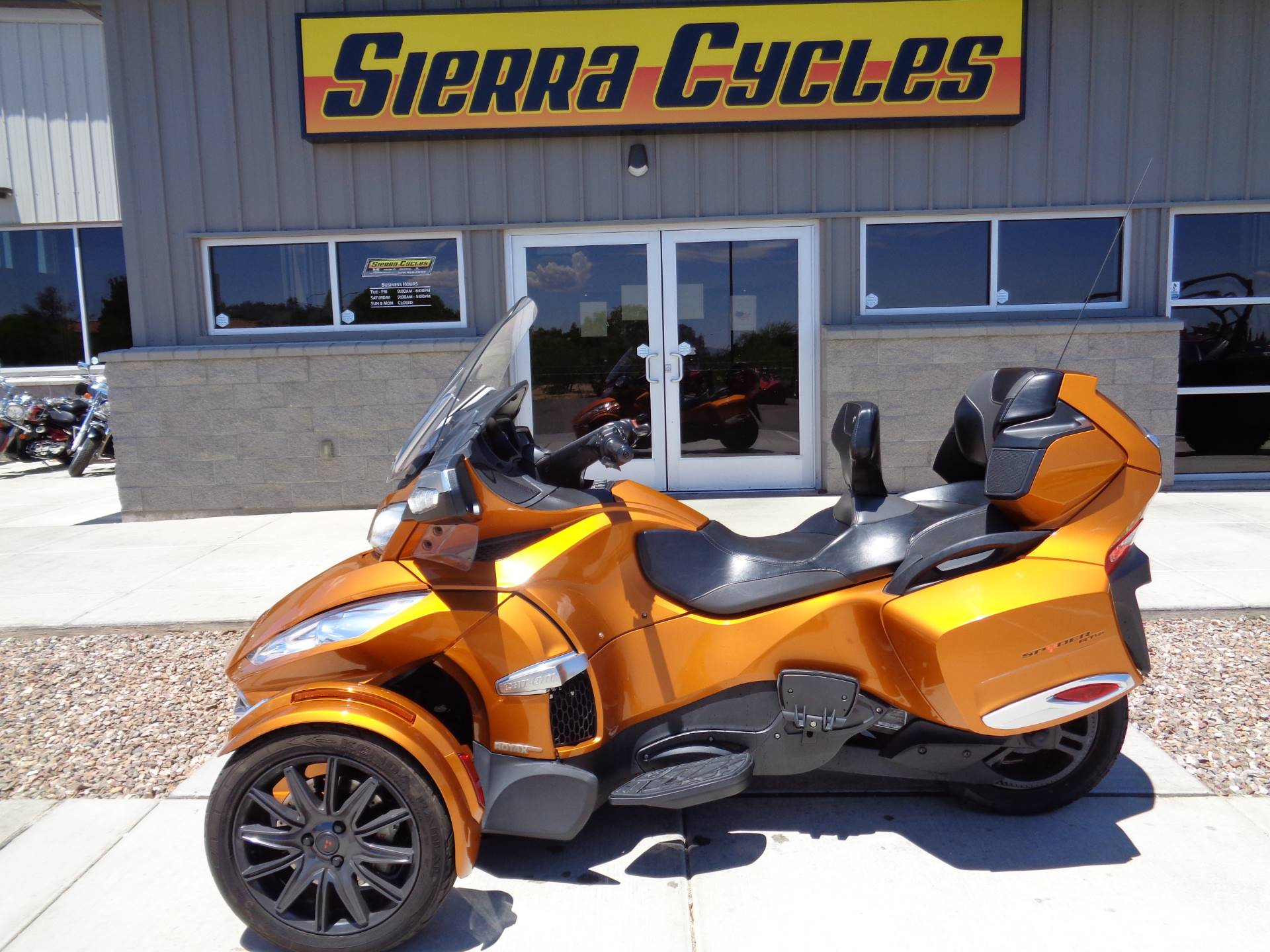 2014 Can-Am Spyder® RT-S SE6 in Sierra Vista, Arizona - Photo 1