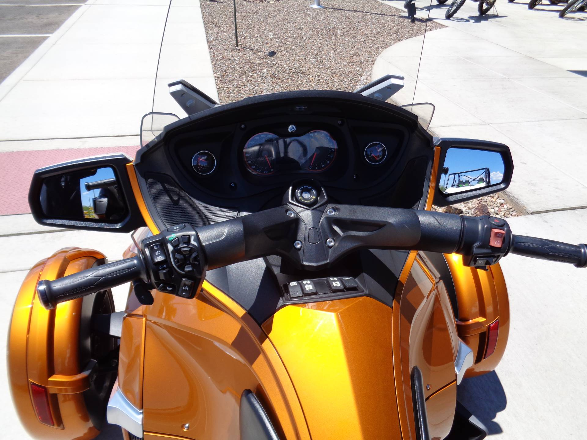 2014 Can-Am Spyder® RT-S SE6 in Sierra Vista, Arizona - Photo 9