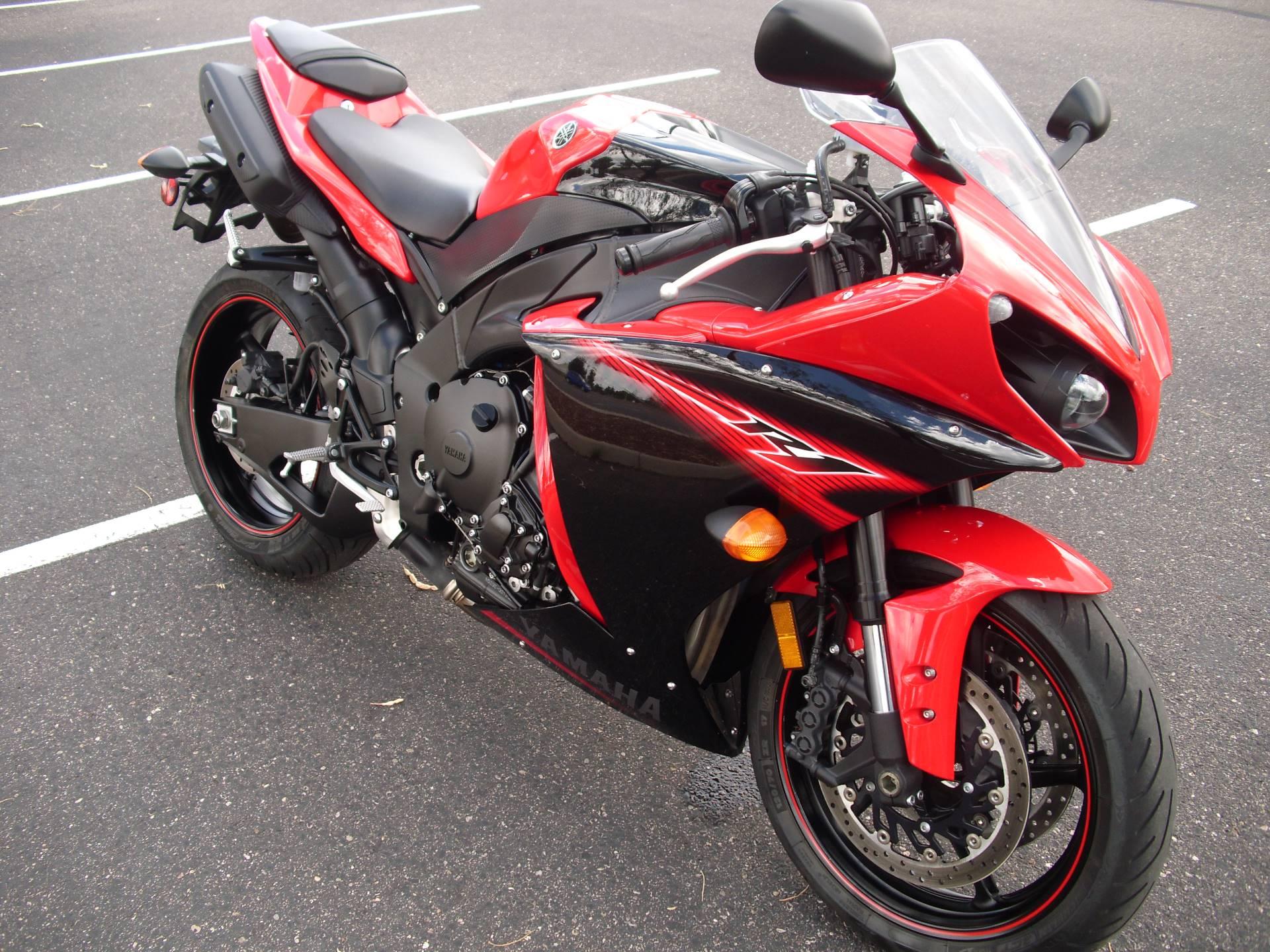 2013 Yamaha YZF-R1 8