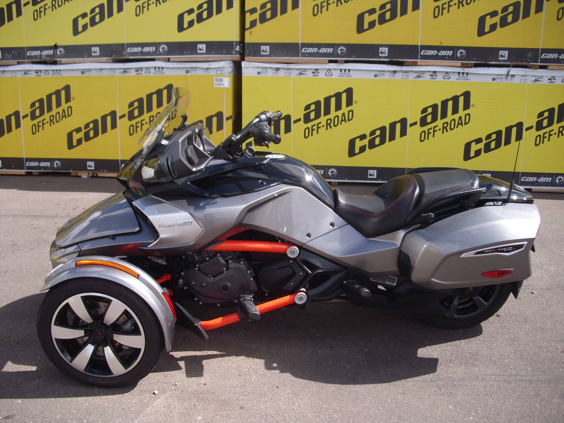 2016 Can-Am™ Spyder F3-T SE6 w/ Audio System 1