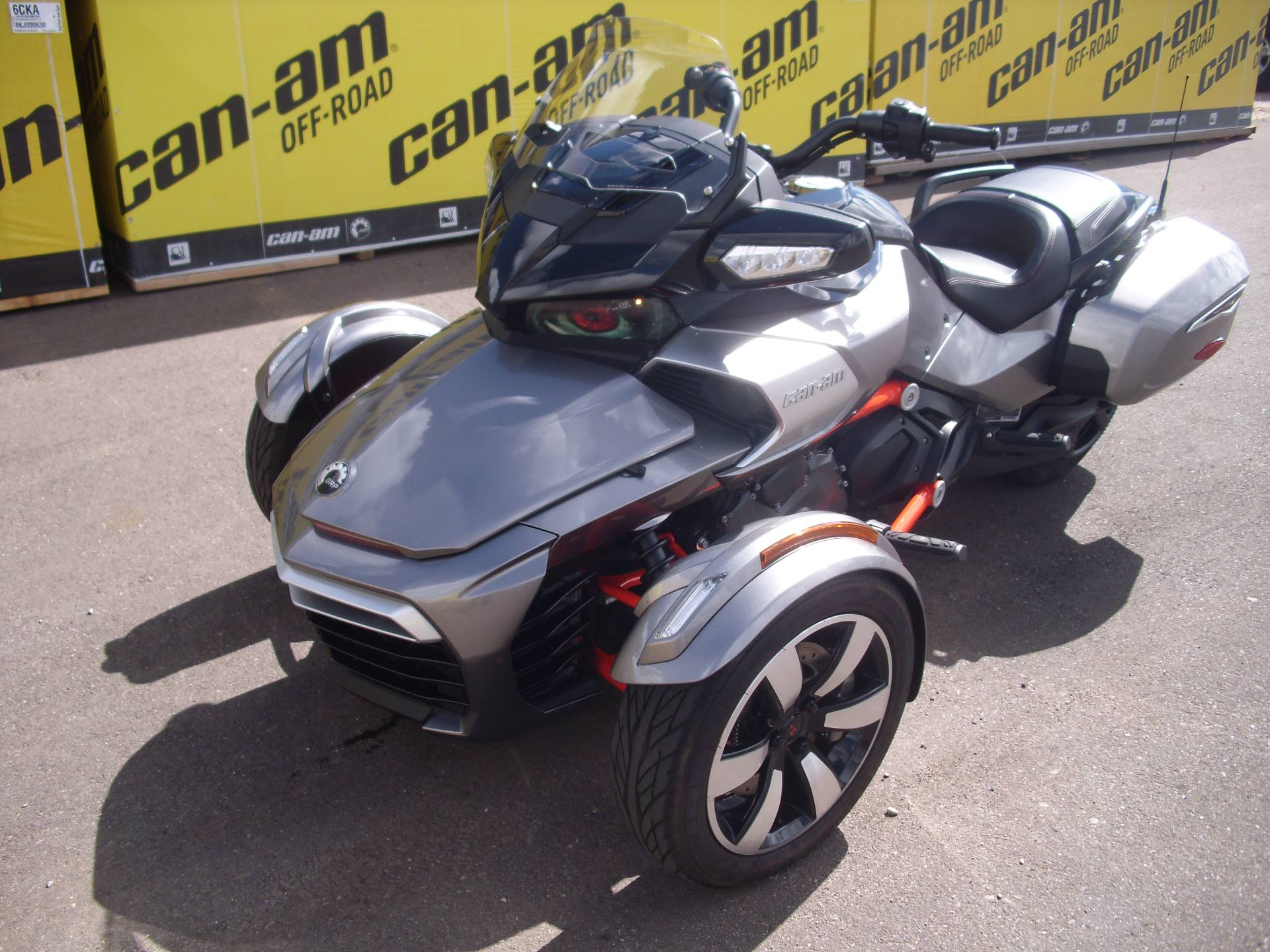 2016 Can-Am™ Spyder F3-T SE6 w/ Audio System 2
