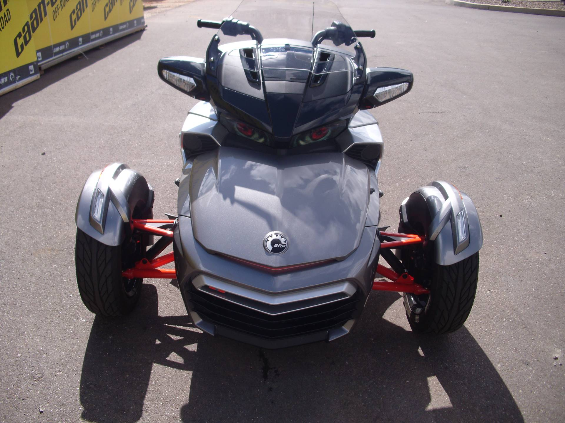 2016 Can-Am™ Spyder F3-T SE6 w/ Audio System 3
