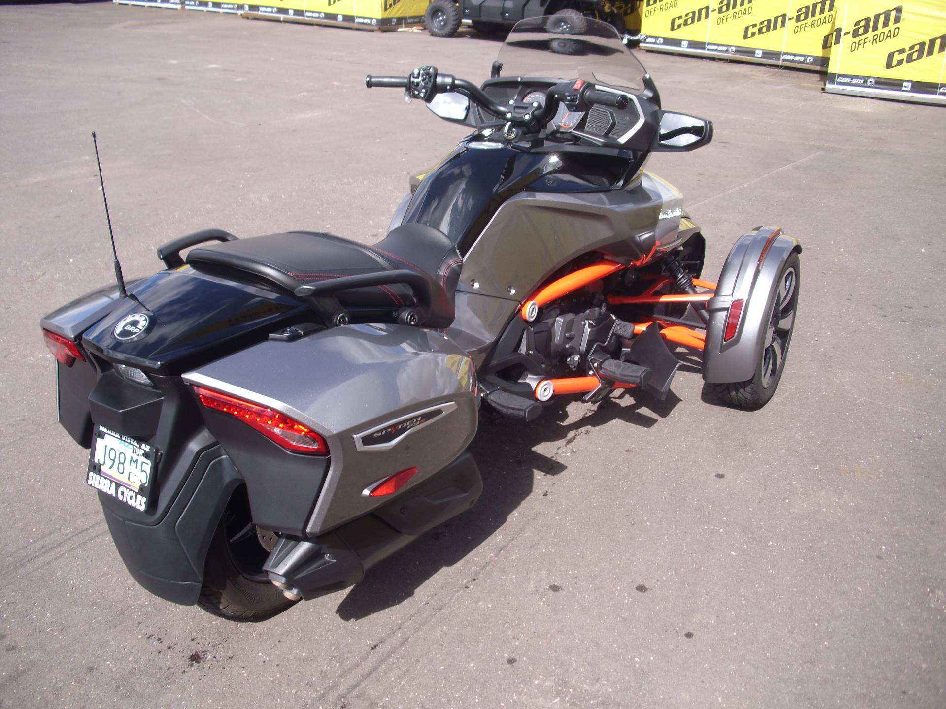 2016 Can-Am™ Spyder F3-T SE6 w/ Audio System 6