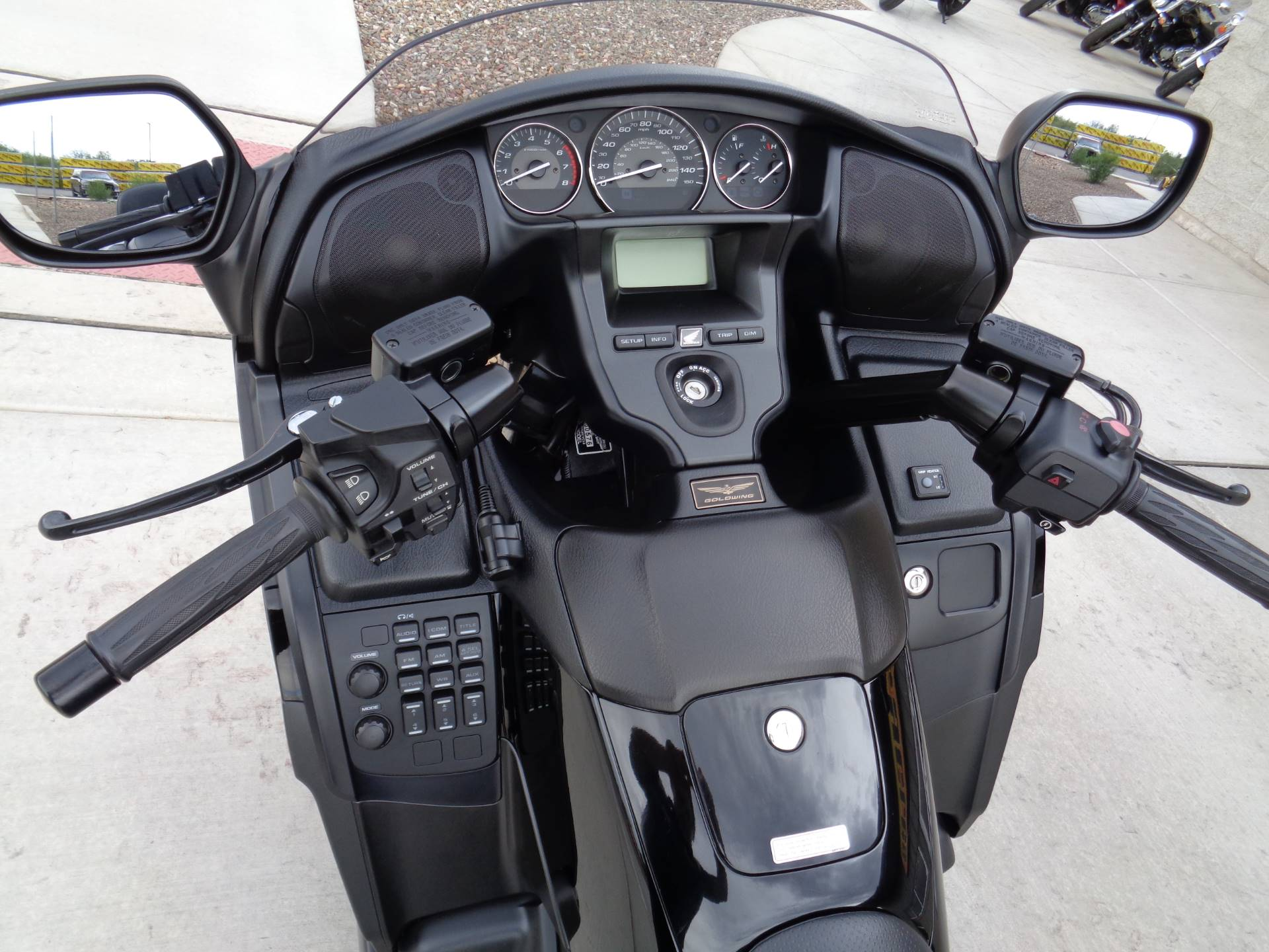2013 Honda Gold Wing® F6B Deluxe in Sierra Vista, Arizona - Photo 9