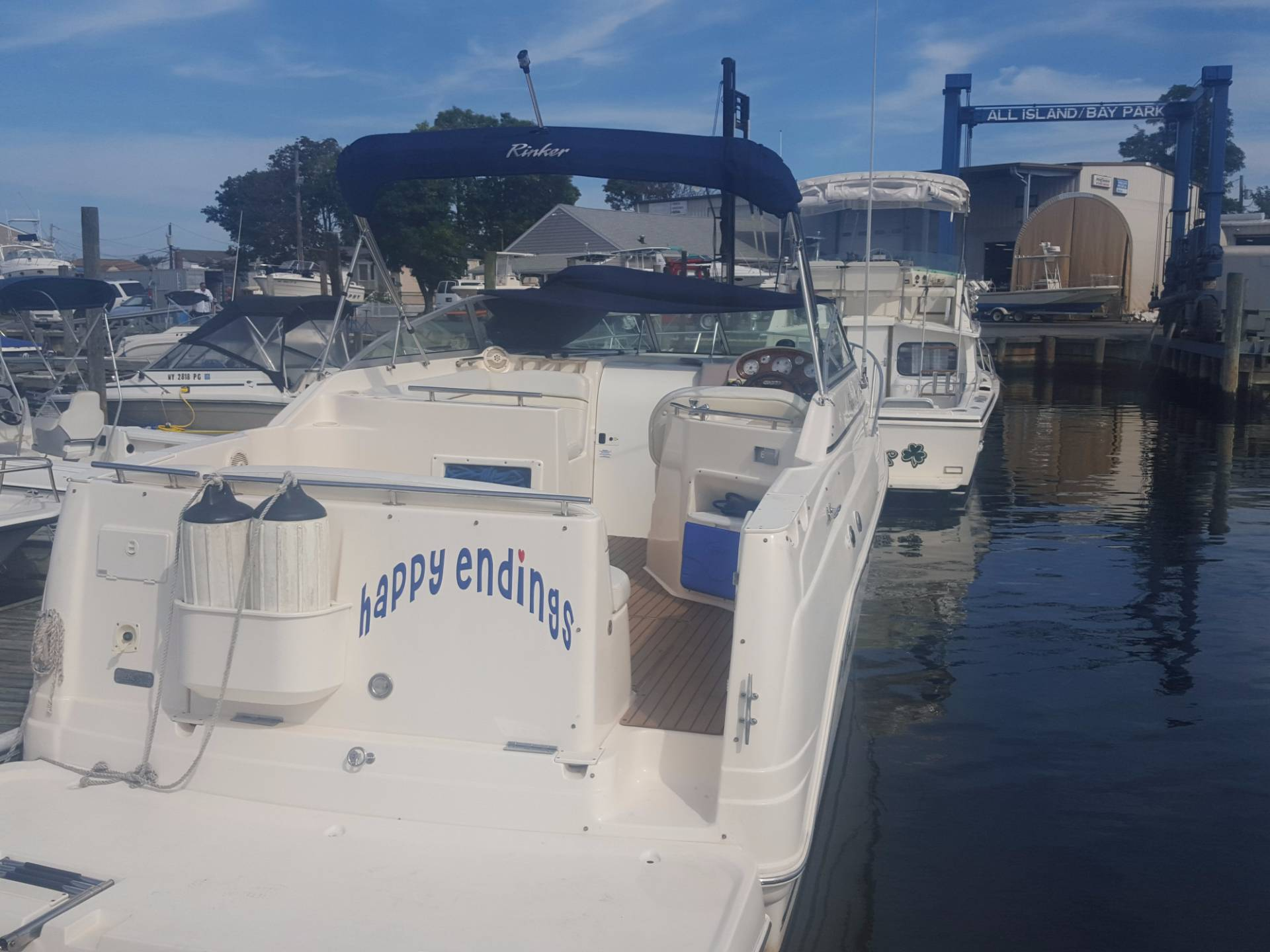 2005 Rinker Fiesta Vee 270 in Oceanside, New York