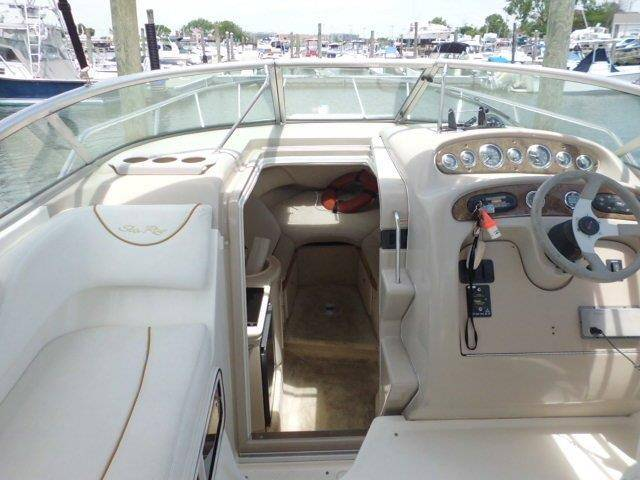 2001 Sea Ray 260 Sun Dancer in Oceanside, New York - Photo 9