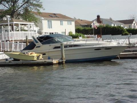 1986 Sea Ray 340 Express Cruiser in Oceanside, New York - Photo 2