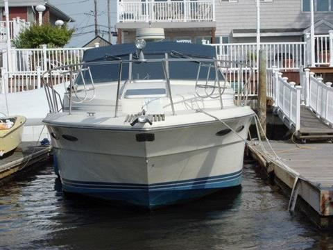 1986 Sea Ray 340 Express Cruiser in Oceanside, New York