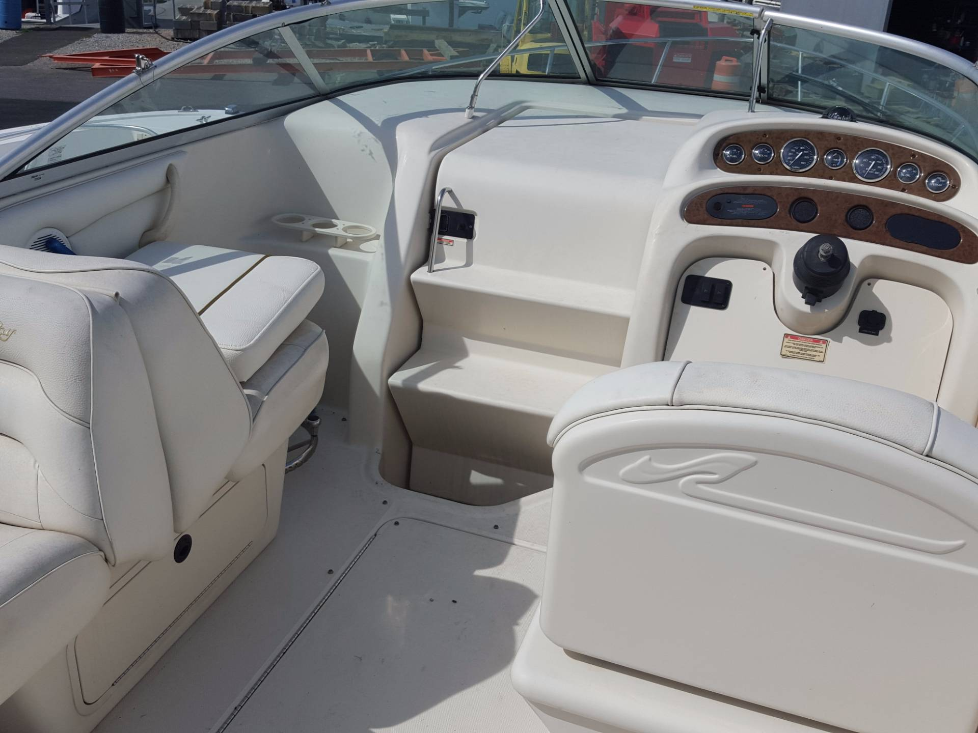 2001 Sea Ray 245 Weekender in Oceanside, New York