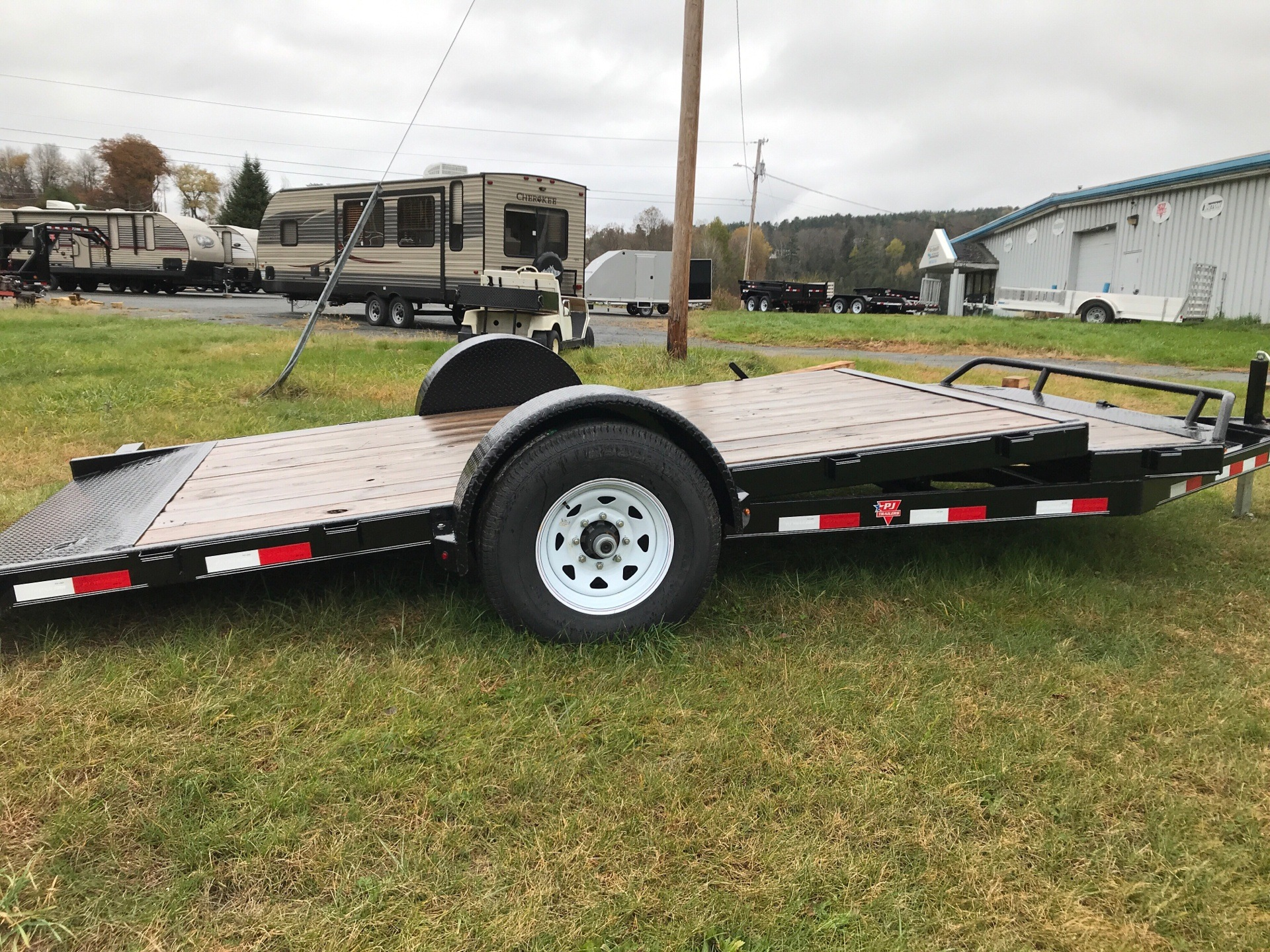 2018 PJ Trailers PJ 16' 7K  Single Axle Tilt Deck Trailer in Saint Johnsbury, Vermont - Photo 2