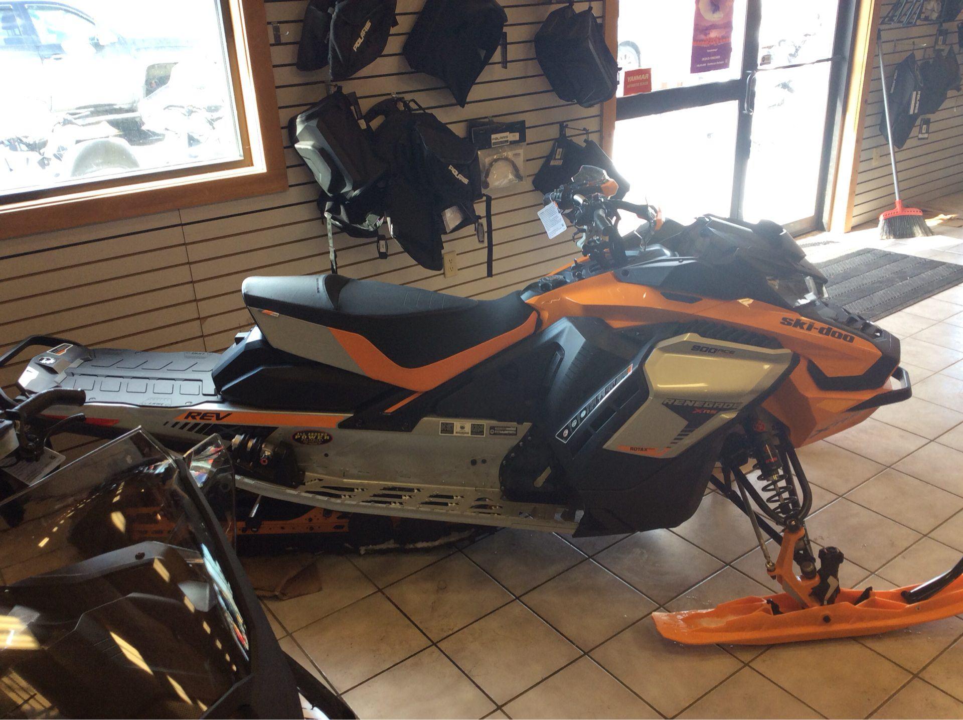 2019 Ski-Doo Renegade X-RS 900 ACE Turbo Ice Ripper XT 1 25 w/Adj  Pkg  in  Saint Johnsbury, Vermont