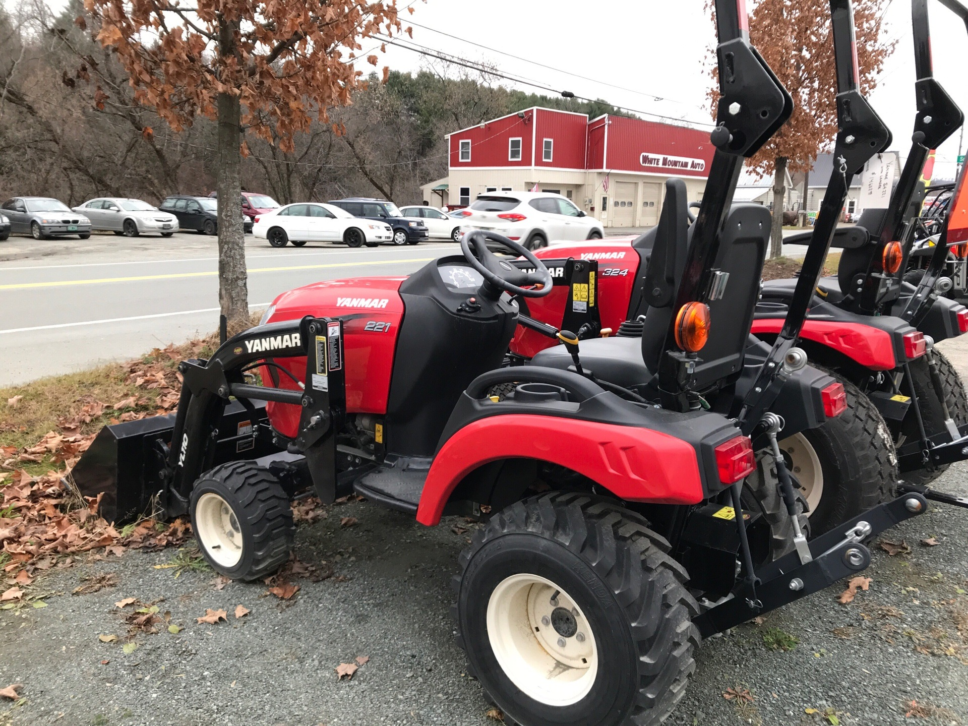 Yanmar SA221 Tractor/Loader in Saint Johnsbury, Vermont - Photo 2