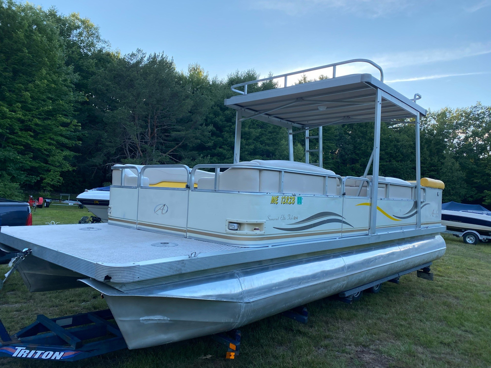 2005 Avalon Avalon Somerset Elite Fish 24' Pontoon Boat in Saint Johnsbury, Vermont