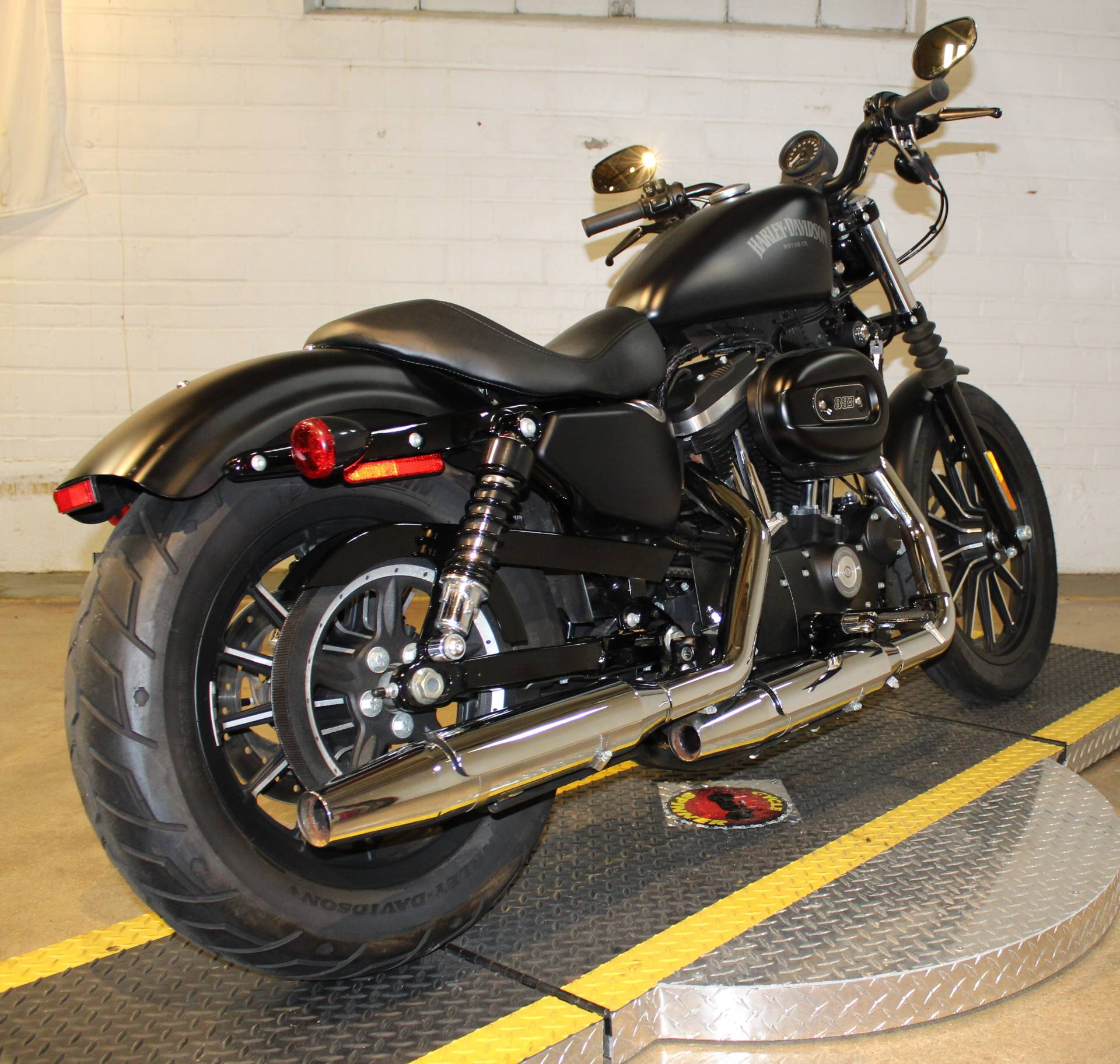2015 Harley-Davidson Iron 883™ in New London, Connecticut - Photo 2