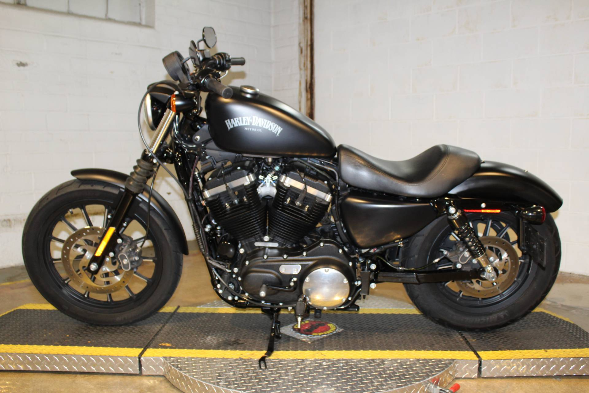 2015 Harley-Davidson Iron 883™ in New London, Connecticut - Photo 5