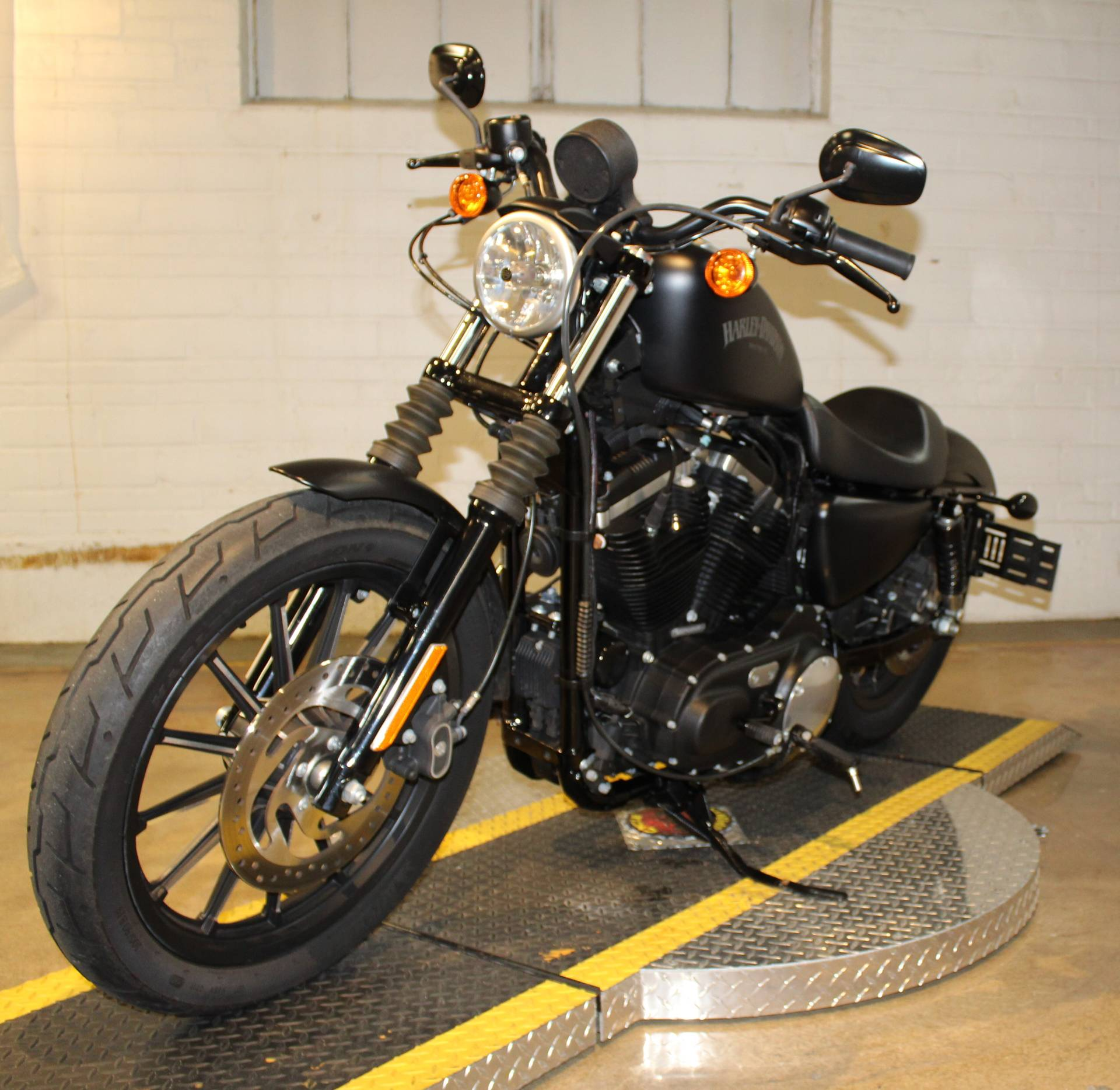 2015 Harley-Davidson Iron 883™ in New London, Connecticut - Photo 6