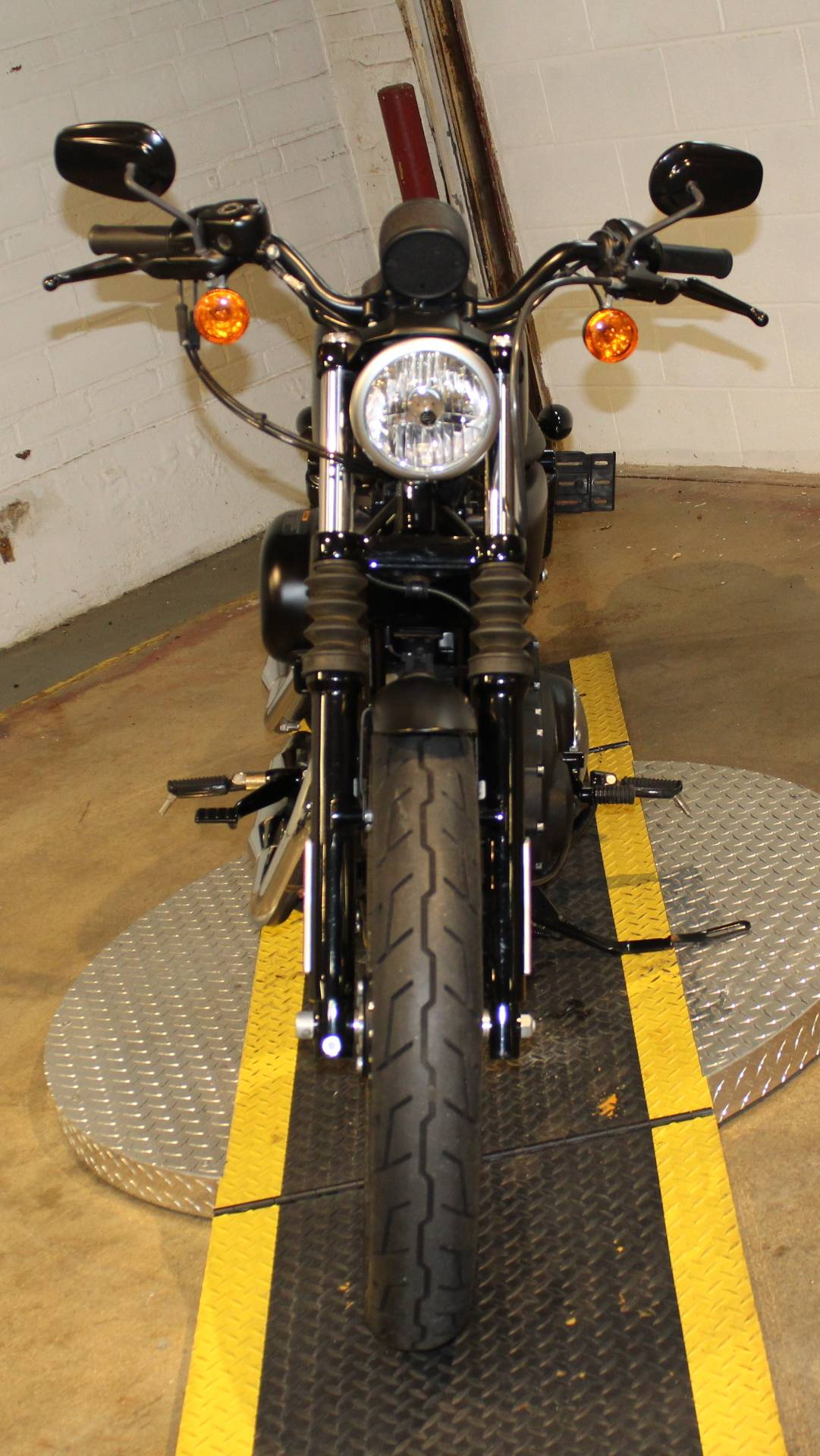 2015 Harley-Davidson Iron 883™ in New London, Connecticut - Photo 7