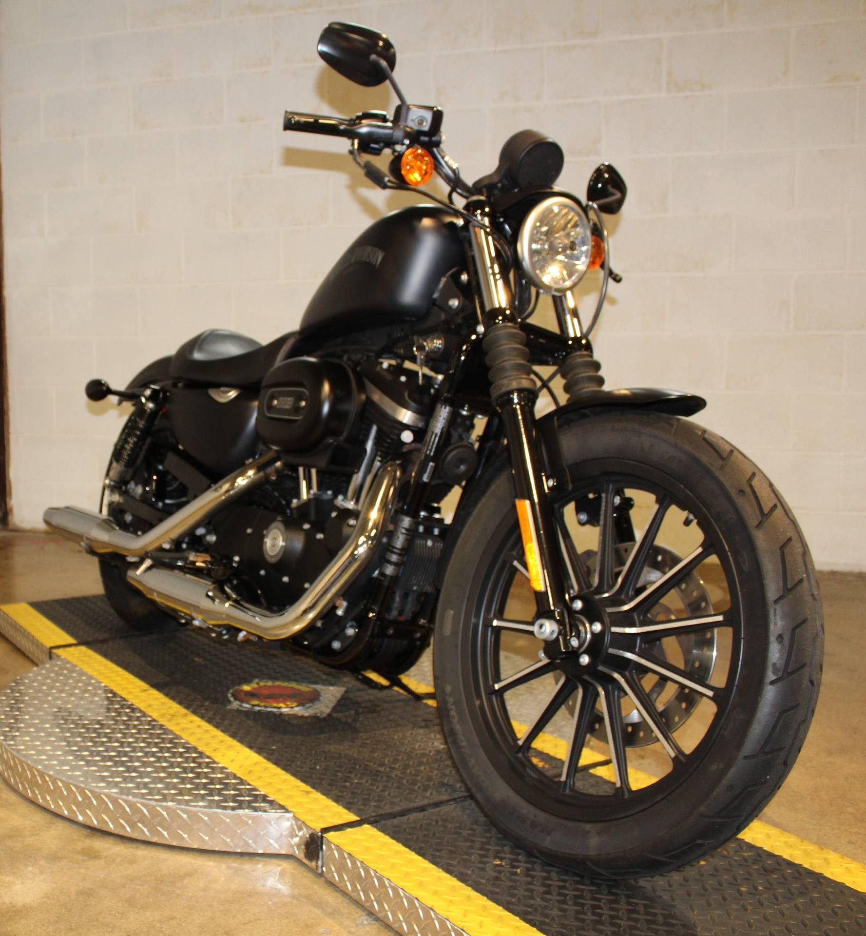 2015 Harley-Davidson Iron 883™ in New London, Connecticut - Photo 8