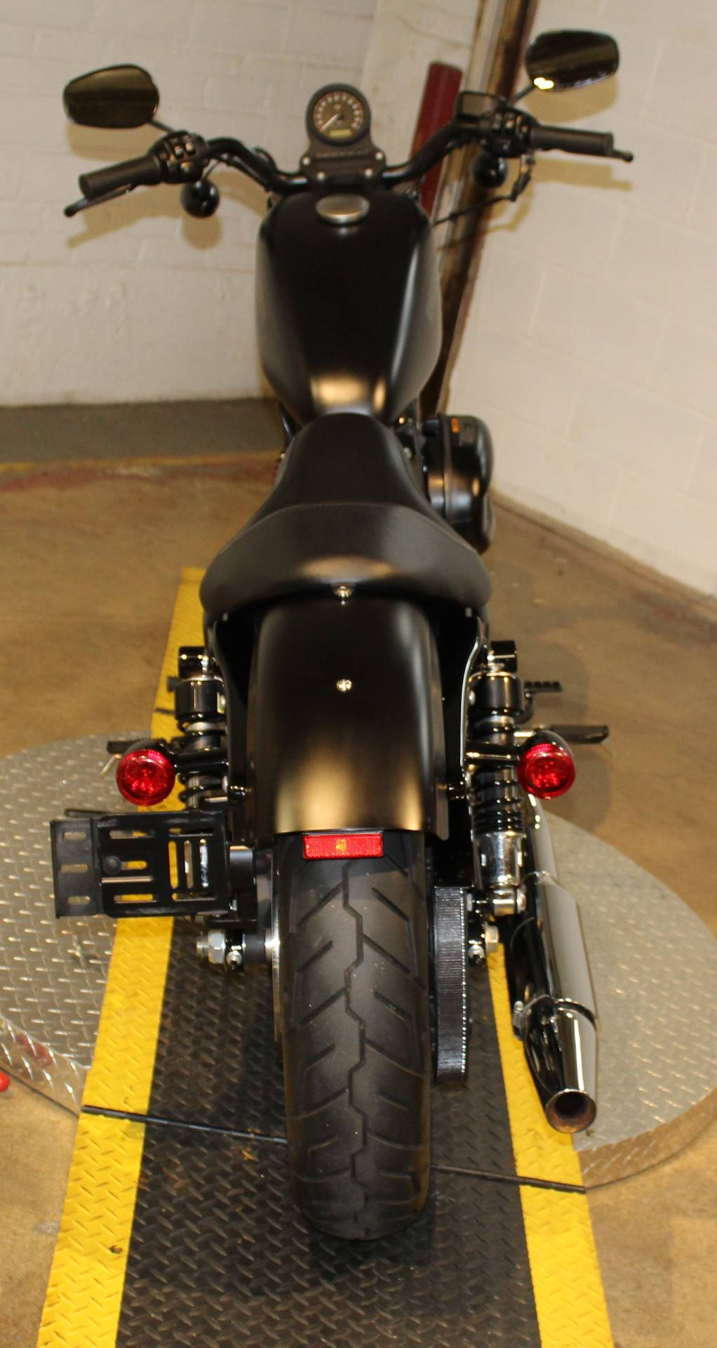 2015 Harley-Davidson Iron 883™ in New London, Connecticut - Photo 3