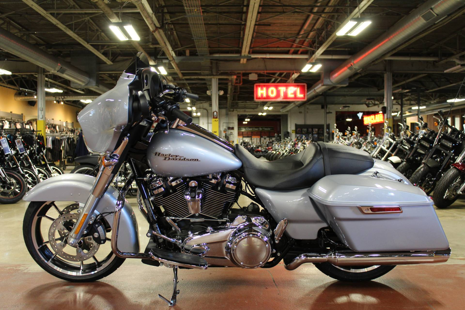 2020 Harley-Davidson Street Glide® in New London, Connecticut - Photo 5