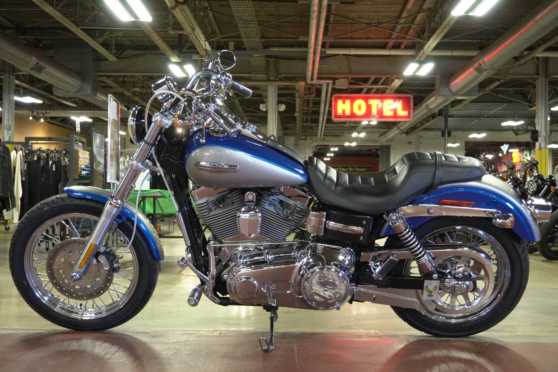2009 Harley-Davidson Dyna® Super Glide® Custom in New London, Connecticut - Photo 5