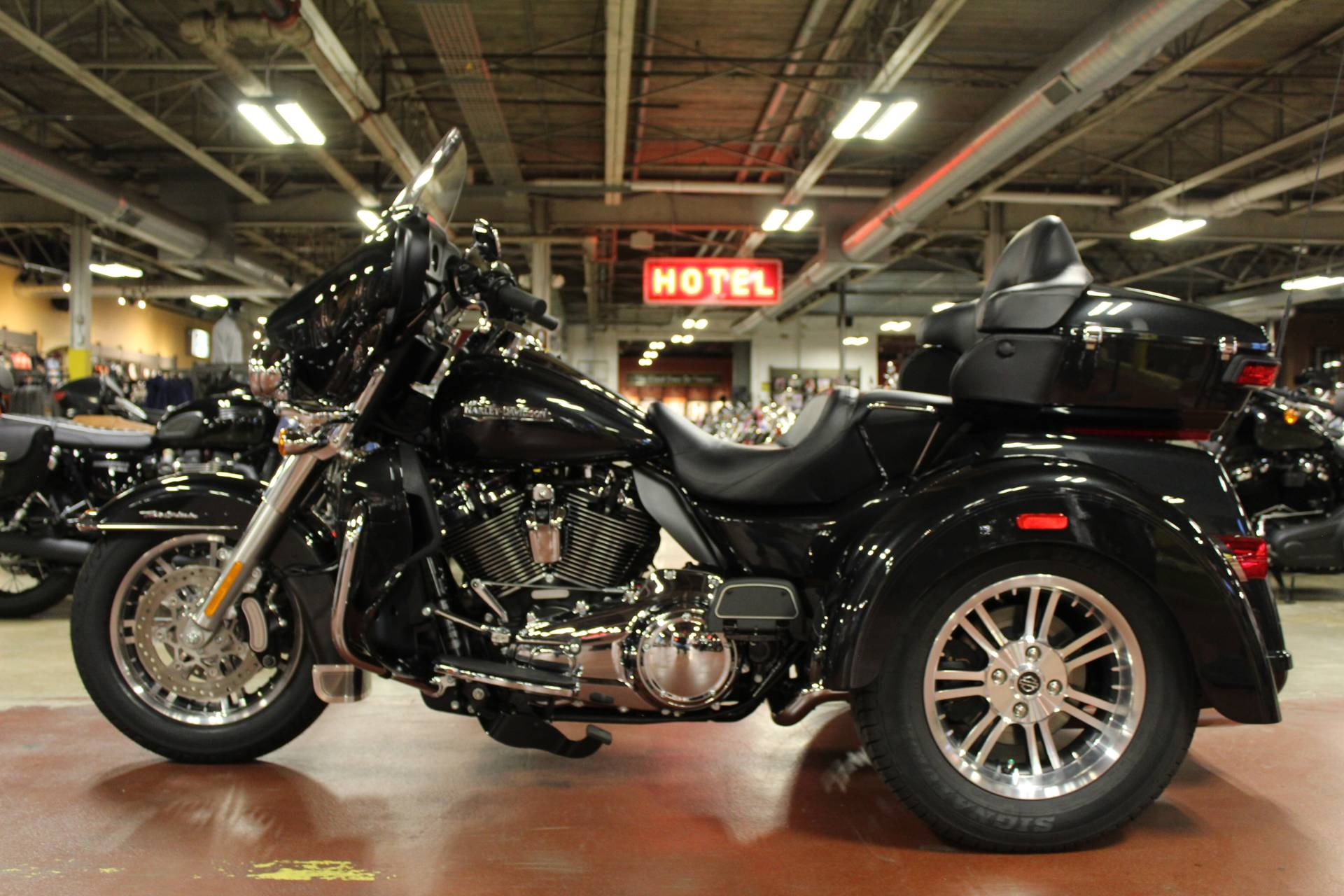 2018 Harley-Davidson Tri Glide® Ultra in New London, Connecticut - Photo 5