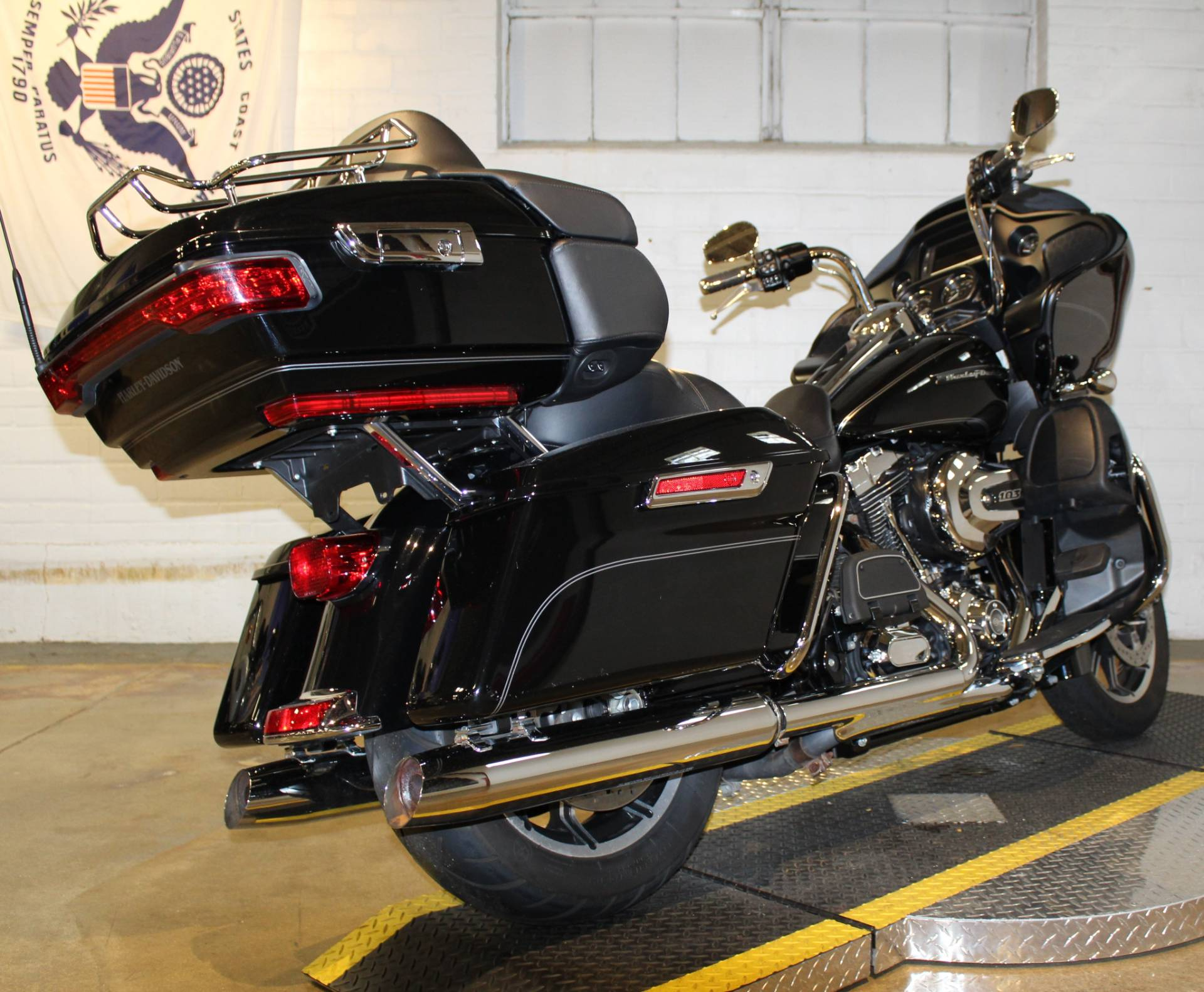 2016 Harley-Davidson Road Glide® Ultra in New London, Connecticut - Photo 2