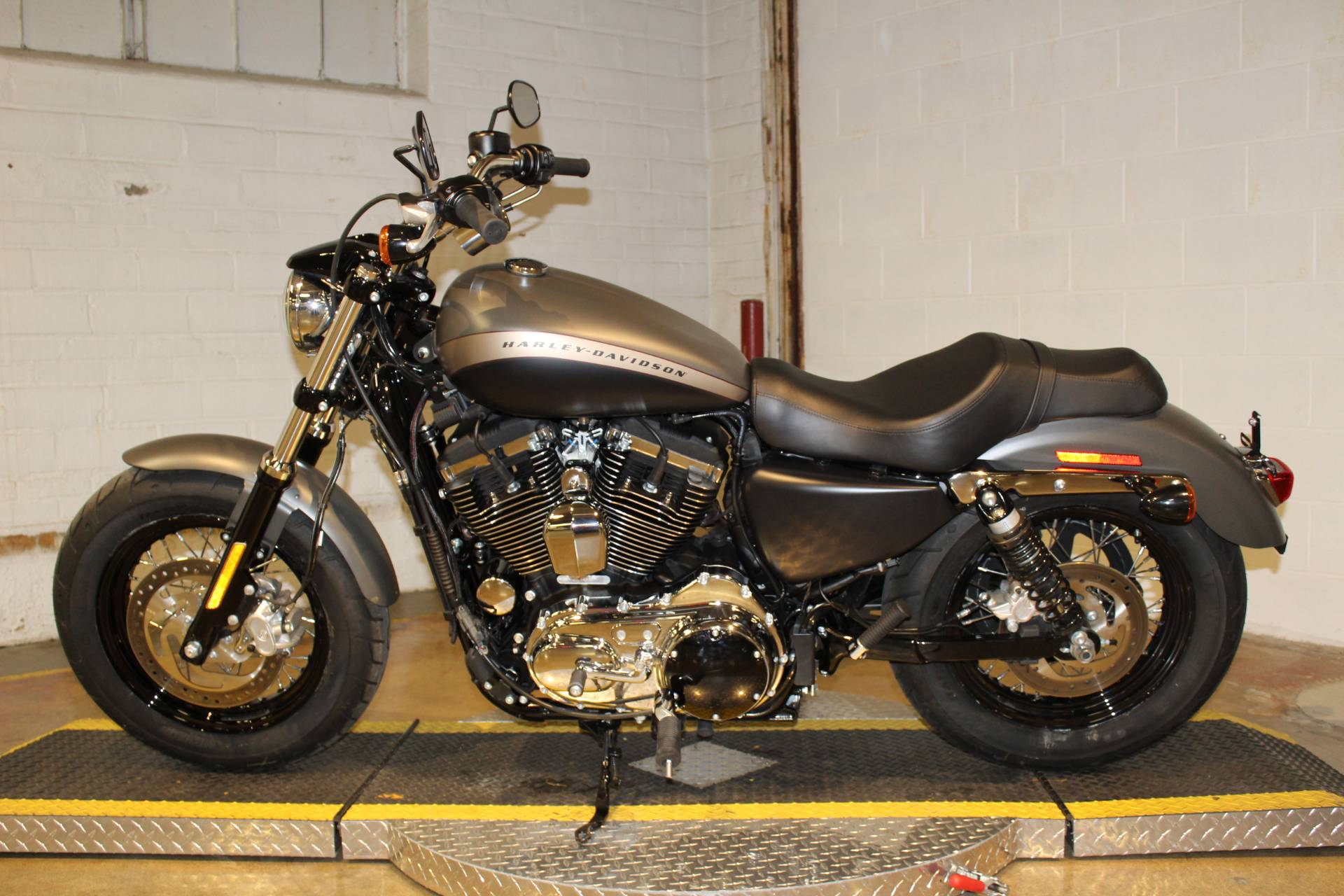 2019 Harley-Davidson 1200 Custom in New London, Connecticut - Photo 5