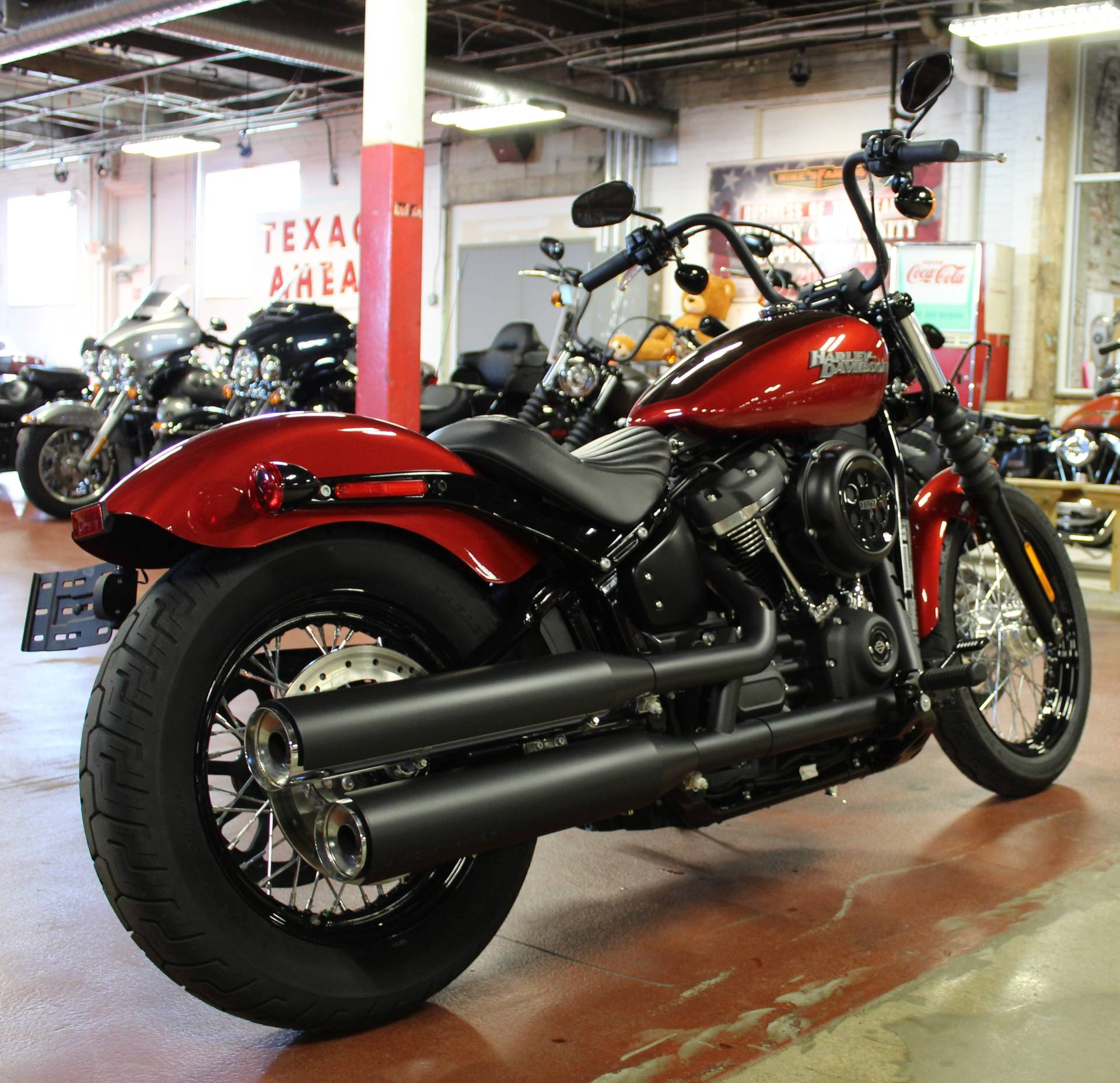 2018 Harley-Davidson Street Bob® 107 in New London, Connecticut - Photo 8