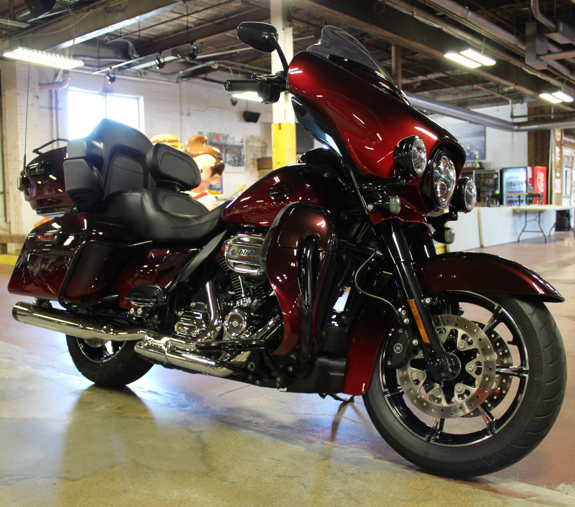 2018 Harley-Davidson CVO™ Limited in New London, Connecticut - Photo 2