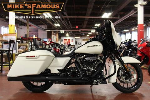 2018 Harley-Davidson Street Glide® Special in New London, Connecticut - Photo 1