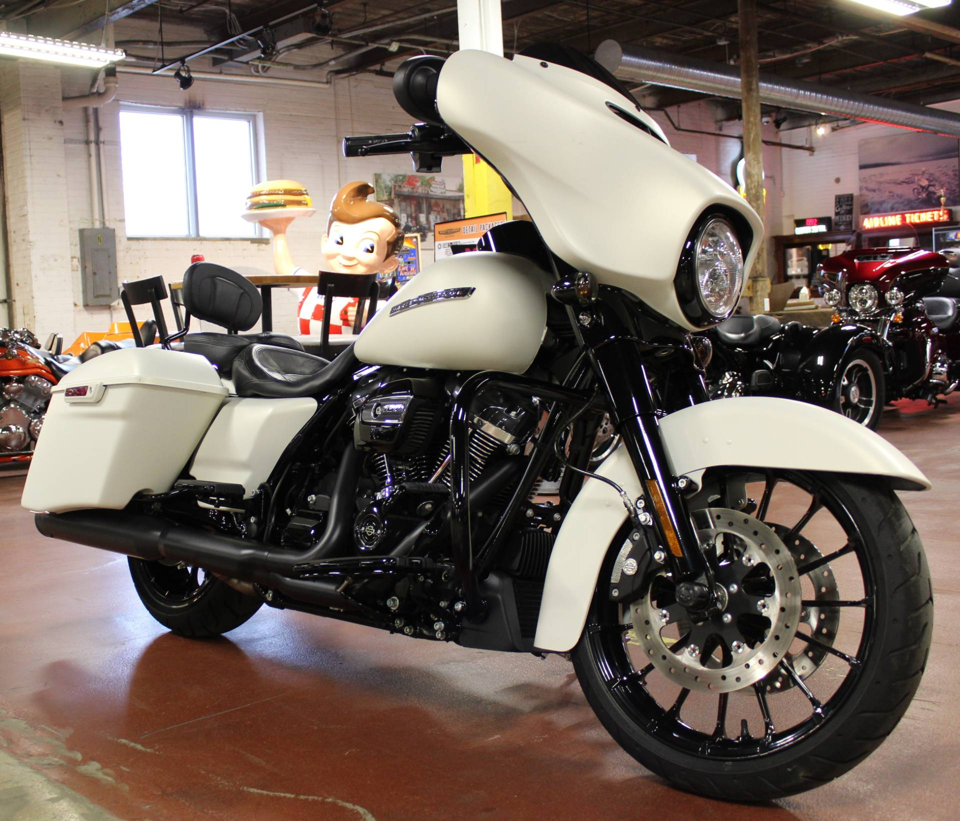 2018 Harley-Davidson Street Glide® Special in New London, Connecticut - Photo 2