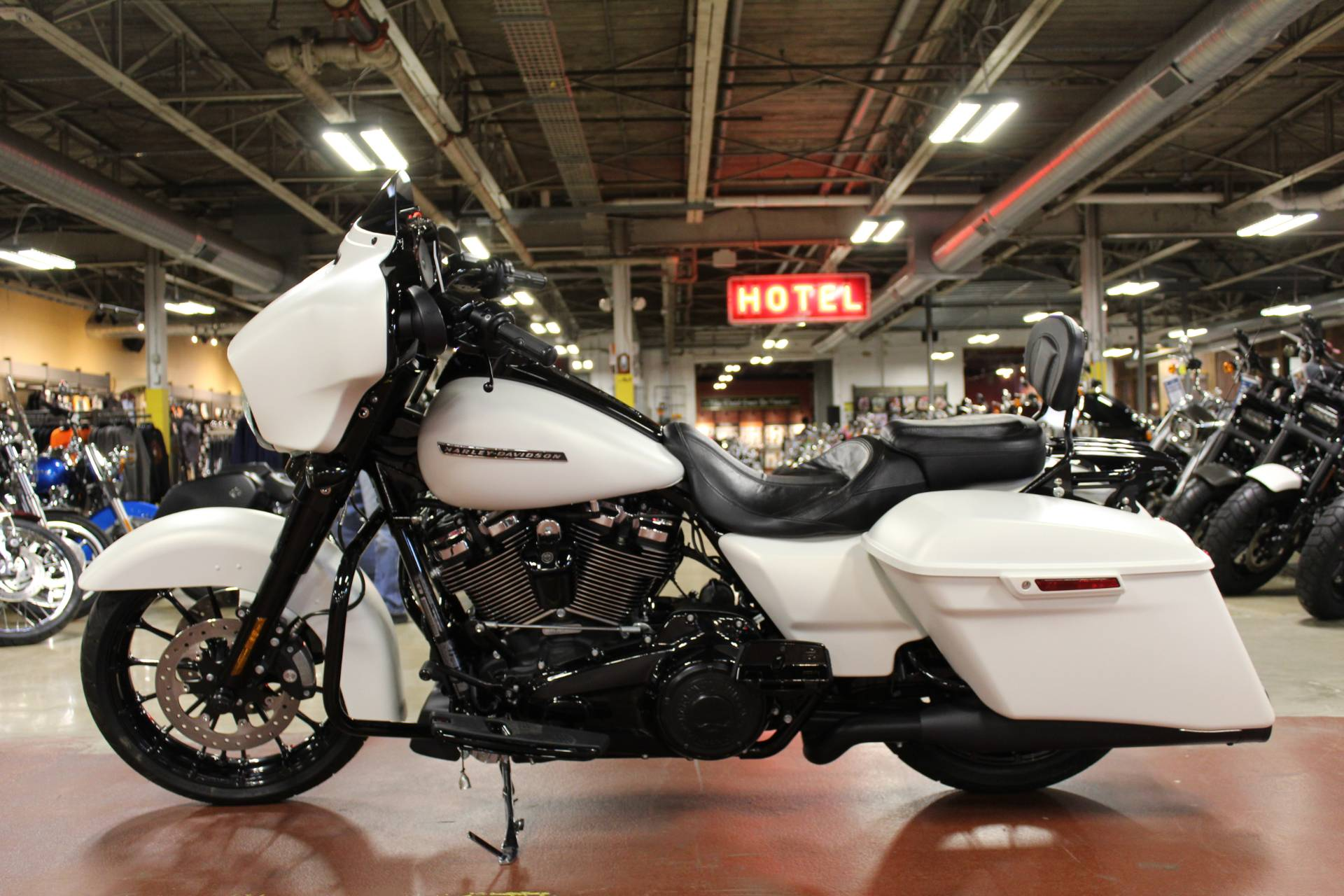 2018 Harley-Davidson Street Glide® Special in New London, Connecticut - Photo 5