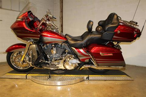 2016 Harley-Davidson CVO™ Road Glide™ Ultra in New London, Connecticut - Photo 5