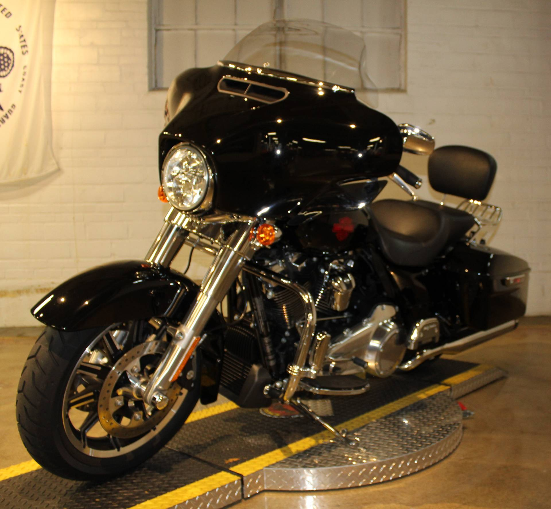 2019 Harley-Davidson Electra Glide® Standard in New London, Connecticut - Photo 6